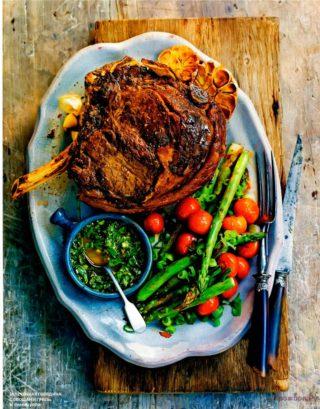 Запеченная говядина с овощами гриль и чимичурри